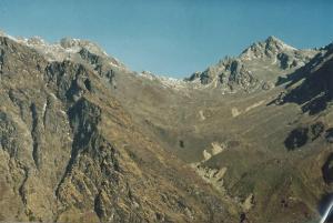 Laurebina La, 15,400 ft, with no snow, a perfect and beautiful pass  between Gosaikunda and Helambu