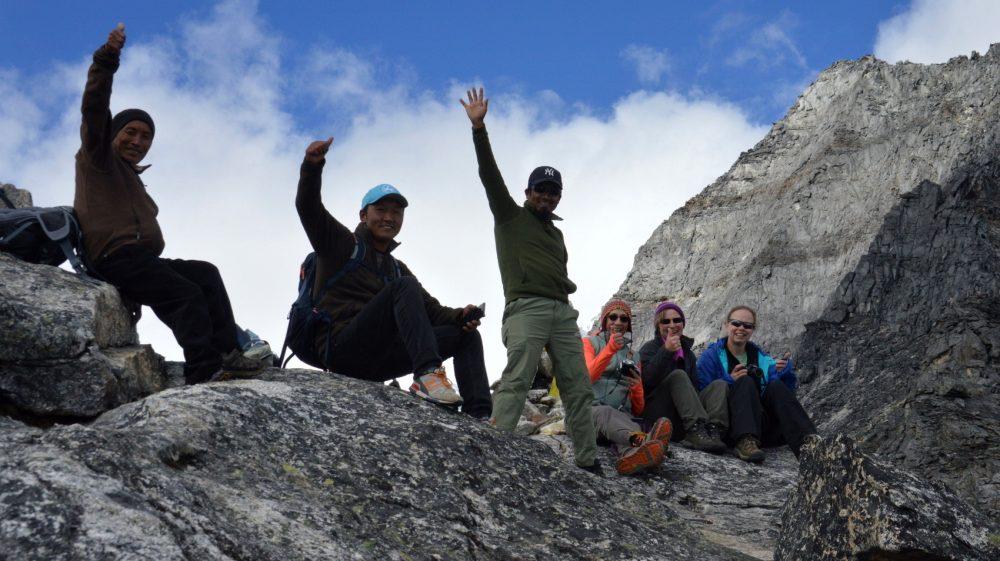 Six hikers on the trekkers' summit of Sumdur Ridge