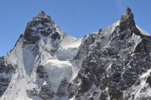 Hanging glaciers on the spired peaks around Renjo La