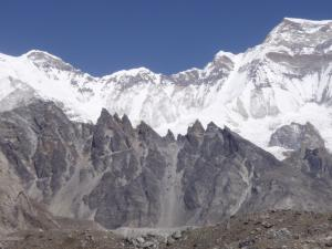 Sawtooth mountains in the Gokyo Valley