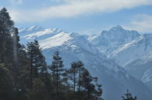The spectacular trail to Gosaikunda is on the snowy spine of this ridge and has spectacular views in all directions