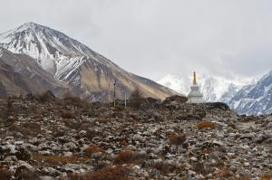 Tserko Ri, left, and a small Stupa near Kyanjin Gompa