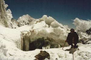 Jerry and a snow cave high on Yala Peak